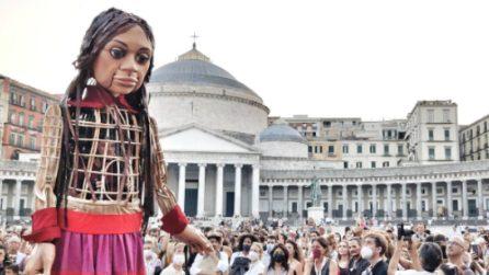 A Napoli arriva Amal, la bambola simbolo di tutti i bambini profughi