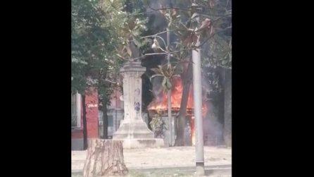 Napoli, incendio nei giardinetti di piazza Cavour