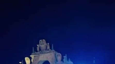 Sperona la Polizia in piazza Trieste e Trento, arrestato sul Lungomare