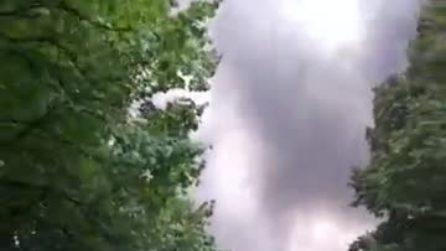Incendio nella più grande area dismessa della Lombardia: bruciate tonnellate di rifiuti abusivi