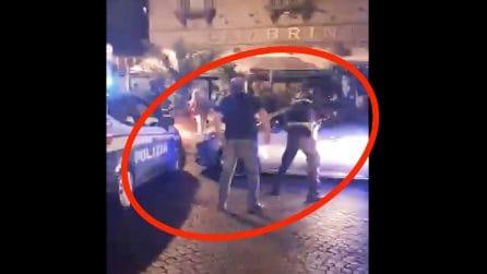 Sparatoria a Napoli, accerchiato dai poliziotti scappa in auto, terrore sul Lungomare