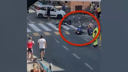 Cinque ciclisti travolti da un'auto prima del traguardo, due feriti gravi