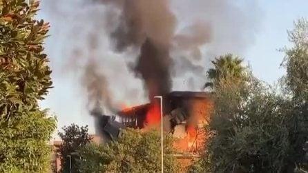Esplode una palazzina a Roma: il bilancio è di tre persone salvate dalle fiamme