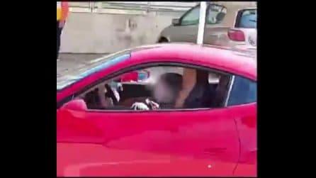 Alla guida di una Ferrari a 11 anni: il video diffuso in Rete scatena mille polemiche