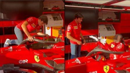 Khaby Lame insegna a Sainz il modo migliore per salire su una Ferrari