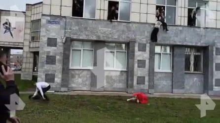 Russia, sparatoria all'Università di Perm: studenti fuggono dalle finestre