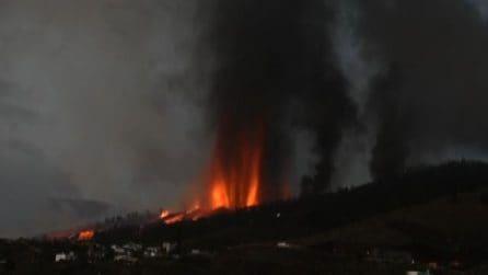 Erutta il vulcano Cumbre Vieja alle Canarie, evacuati a migliaia