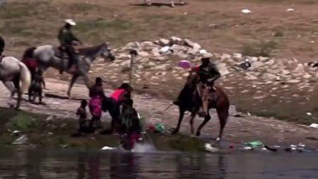 Gli agenti della polizia statunitense frustano i migranti al confine col Messico