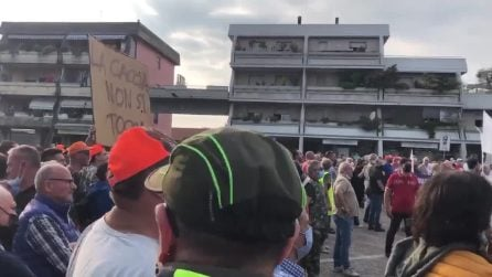 """Torbole Casaglia, Salvini contestato dai suoi sostenitori: """"Sei un buffone"""""""
