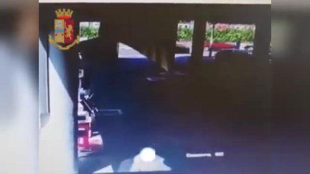 Fermano le auto e rubano l'orologio al conducente: come agivano i due rapinatori