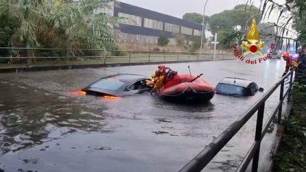 Forlì, sottopasso allagato: due automobilisti salvati in tempo