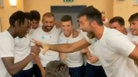 Buffon campione anche di morra cinese: batte tutti durante la sfida con i compagni