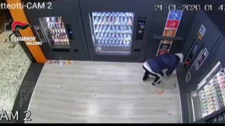 La bomba piazzata nel bar per costringere i titolari a non fare concorrenza nella loro zona