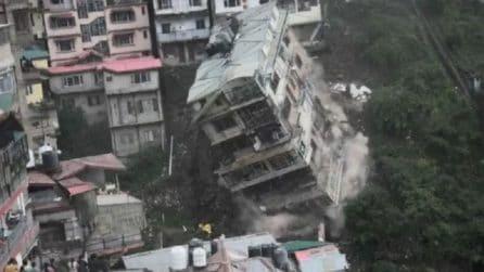 Il terreno cede, crolla un edificio di 8 piani