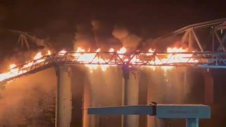 Incendio a Roma: crolla il Ponte di Ferro a Ostiense