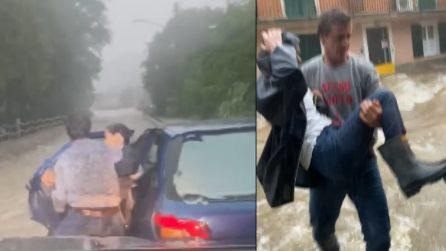Maltempo, donna intrappolata nella sua auto: automobilista la porta in salvo
