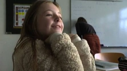 In Francia i bambini della primaria a scuola senza mascherina