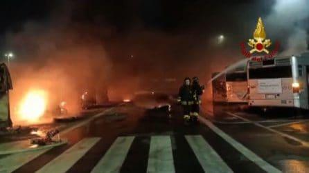 Incendio a deposito Atac, domato dai Vigili del Fuoco