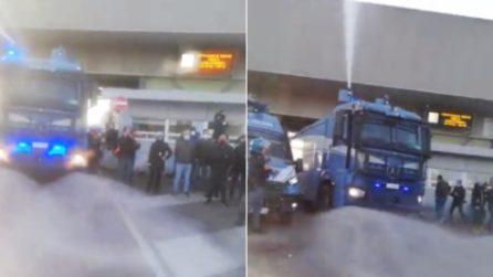 Porto di Trieste, arrivano gli idranti della polizia per sgomberare i manifestanti