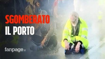 Polizia sgombera presidio No Green Pass al porto di Trieste con gli idranti