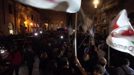 La festa in piazza a Roma per la vittoria di Roberto Gualtieri