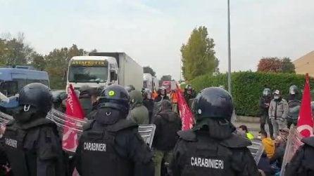 Ancora proteste fuori dai cancelli di Truccazzano, chiesto il reintegro di 40 operai licenziati