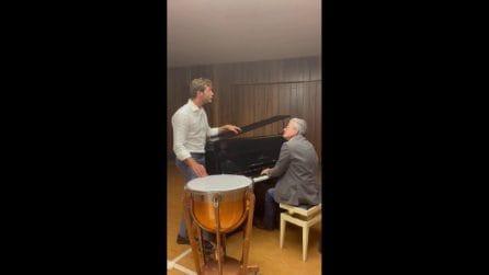 Stefano De Martino prende lezioni di canto ed è sempre più bravo