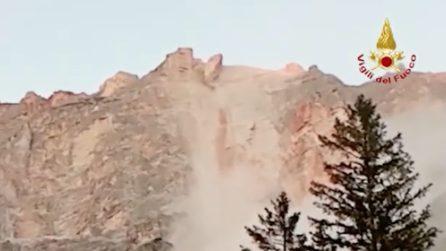 Si stacca un grosso pezzo di roccia dalla Marcora: il momento della frana sulle Dolomiti