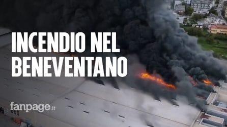 Incendio in una fabbrica di plastica del Beneventano: nube tossica fino a Napoli