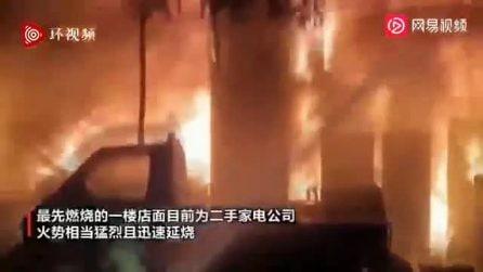 Maxi incendio a Taiwan: decine di vittime