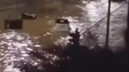 Palermo, auto galleggiano dopo la bomba d'acqua che ha colpito la città