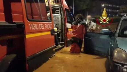 Maltempo a Palermo, strade allagate e paura per uno smottamento