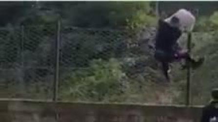 Carabiniere e passanti fermano un ladro d'appartamento in fuga a Villa di Briano