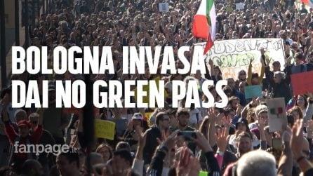 """Bologna, 8mila al corteo contro il Green Pass: """"È il giorno più infame nella nostra storia"""""""