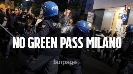 A Milano corteo dei no Green pass manda in tilt la città: polizia carica i manifestanti per fermarli