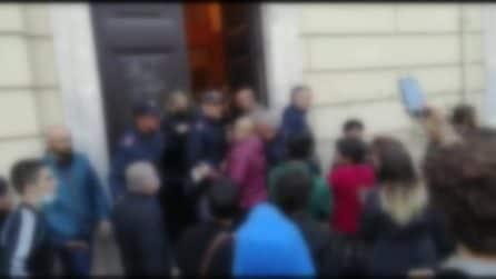 Roma, studenti e polizia davanti al liceo Ripetta occupato