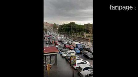 Galleria Quattro Giornate chiusa, sulla Riviera di Chiaia il traffico impazzisce: bloccata ambulanza