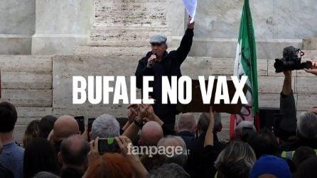 Enrico Montesano al corteo No Green Pass, arringa la piazza tra bufale e slogan