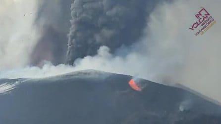 Eruzione alle Canarie, esplosioni di lava dai crateri del Cumbre Vieja
