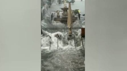 Maltempo Catania, piazza Duomo è completamente inondata dall'acqua
